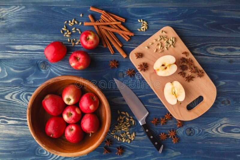 健康素食主义者食物 饮食早餐或快餐 苹果饼overni 免版税库存图片