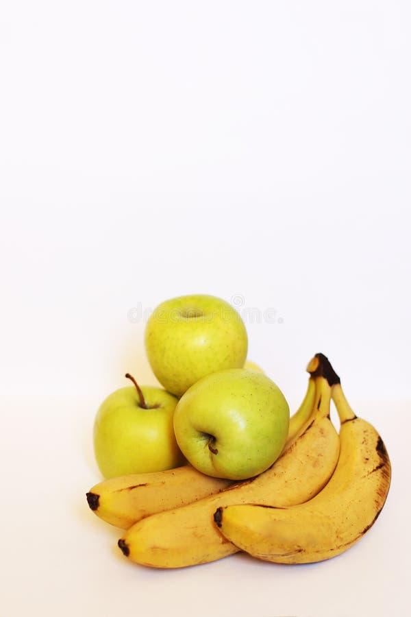 健康绿色戒毒所 新鲜的苹果计算机和香蕉 免版税库存图片