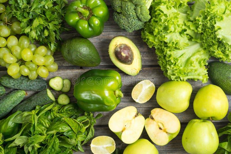 健康绿色蔬菜和水果 免版税库存照片