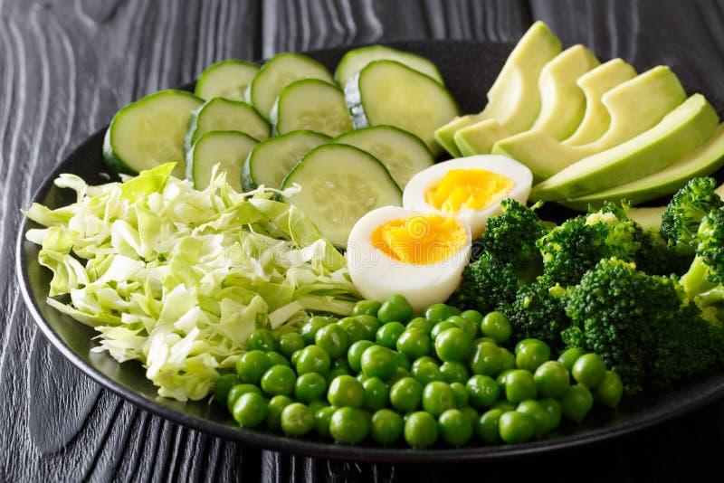 健康绿色食物:新鲜蔬菜鲕梨,豌豆,圆白菜, cuc 免版税库存图片