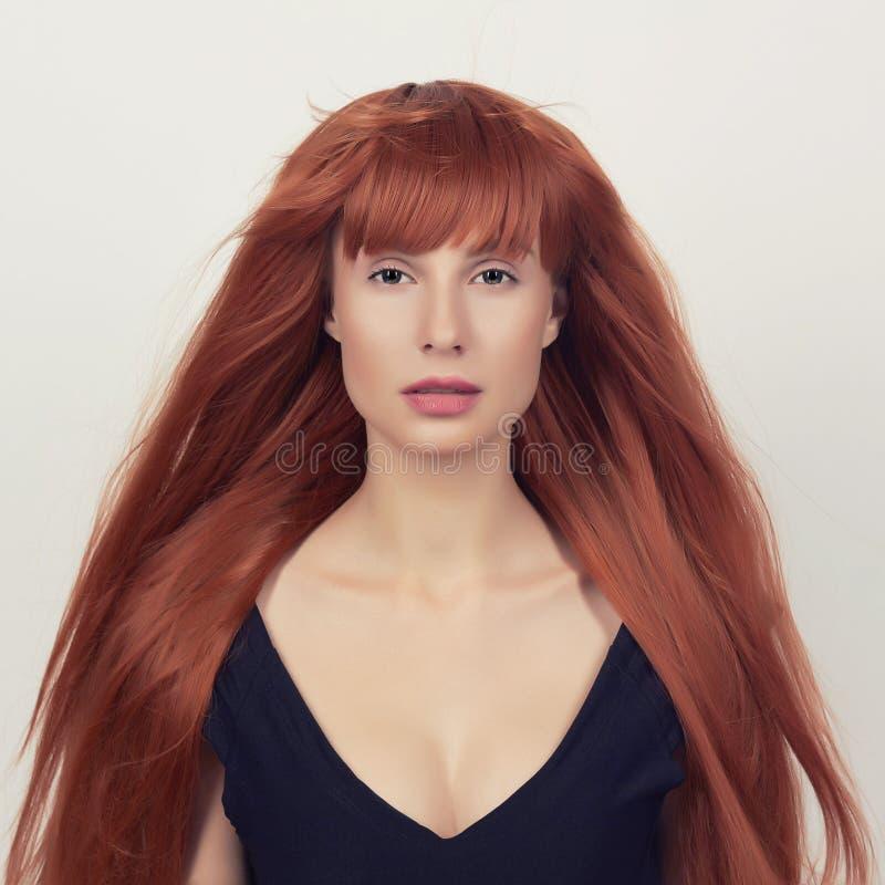 健康美丽的女孩的头发 免版税库存图片