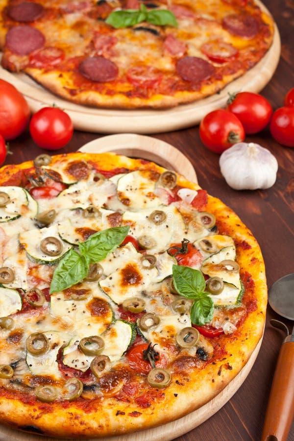健康菜和蘑菇薄饼 免版税库存图片