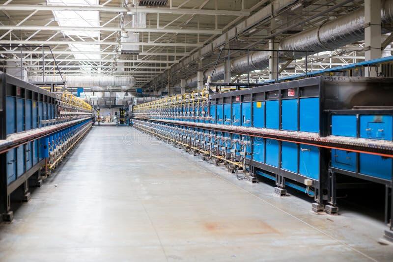 健康陶瓷建立内部结构的隧道式窑在工厂 库存照片