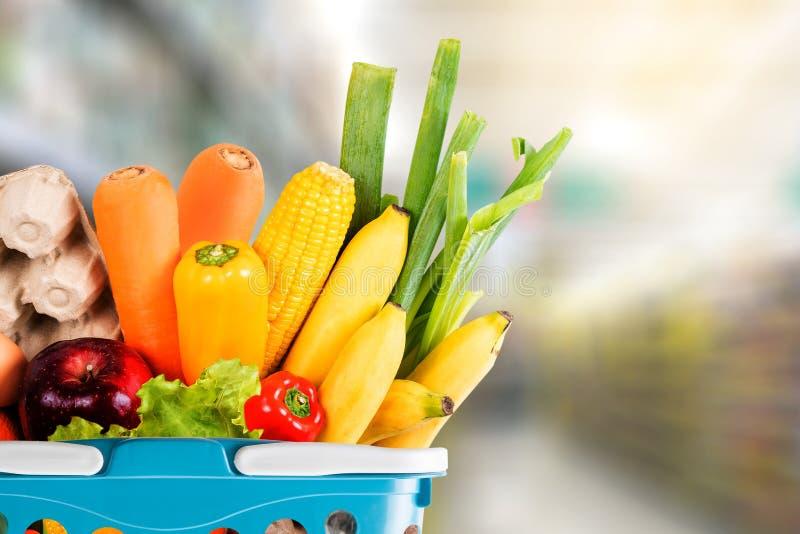 健康食品水果和蔬菜在超级市场买菜 库存照片