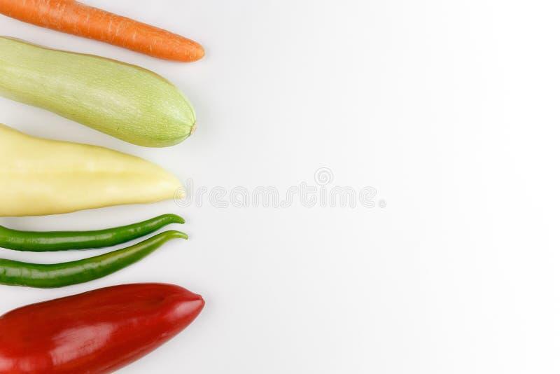 健康食物:在白色背景的未加工的蔬菜 免版税图库摄影