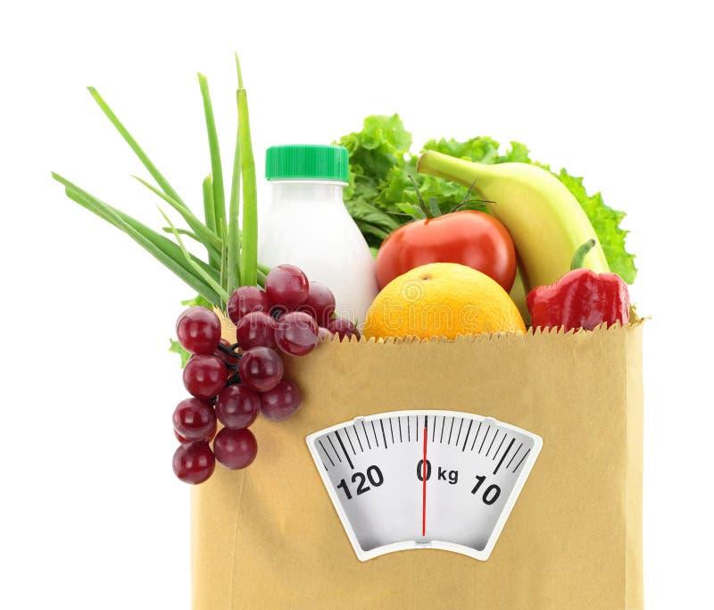 健康饮食。 在一个纸袋的新鲜食品 免版税库存照片