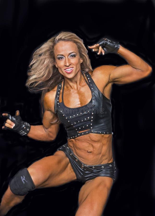 健身冠军执行她的阶段惯例 库存照片