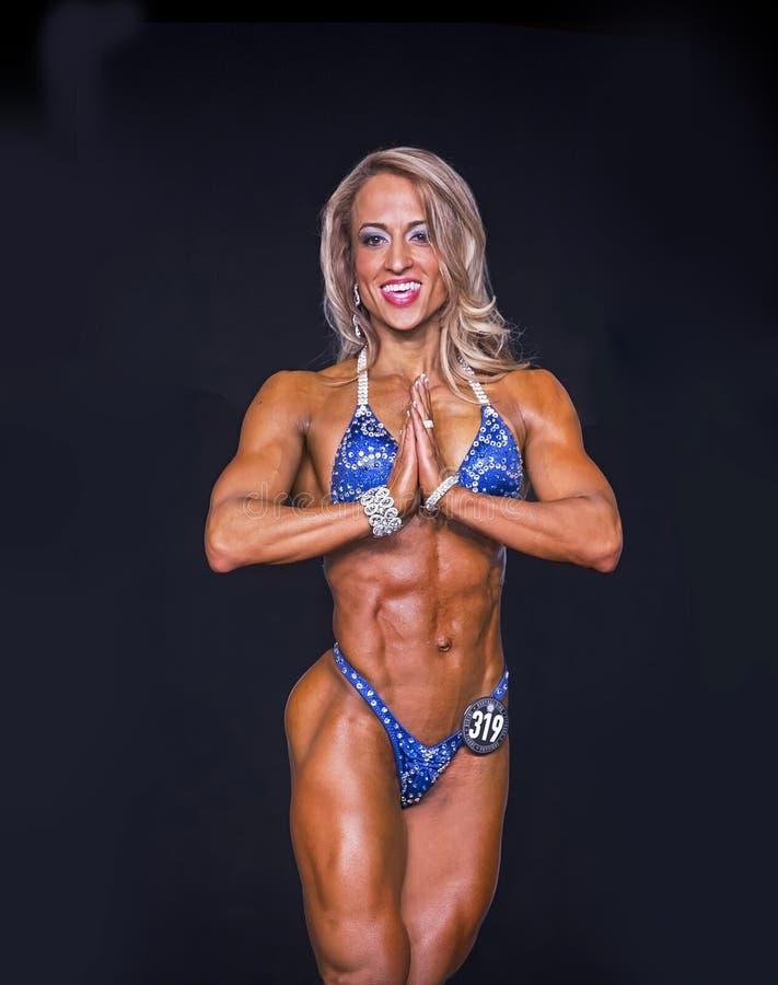 健身冠军触击姿势 免版税库存图片