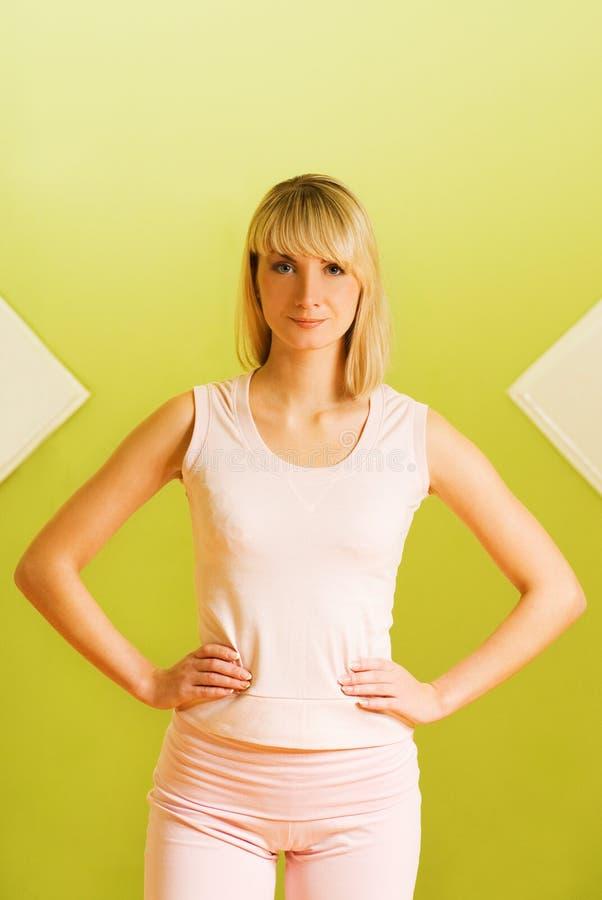 健身准备好的妇女 免版税库存图片