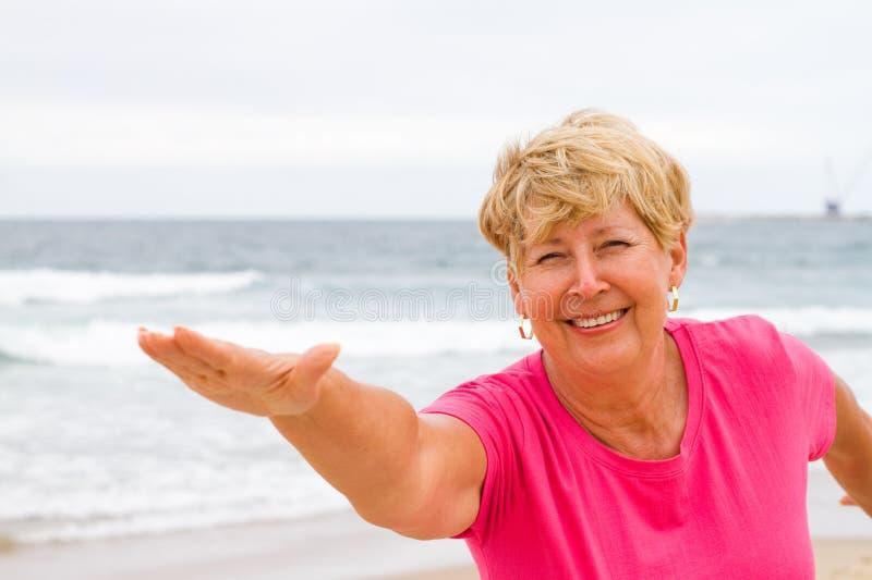健身前辈妇女 免版税图库摄影