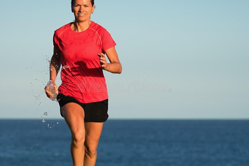 健身妇女赛跑 免版税图库摄影