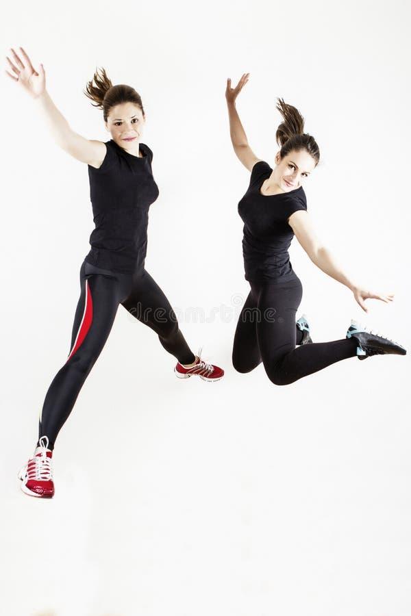 健身妇女跳跃 免版税库存图片
