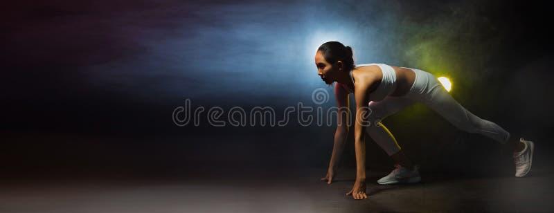 健身妇女,女孩能做强 免版税库存照片