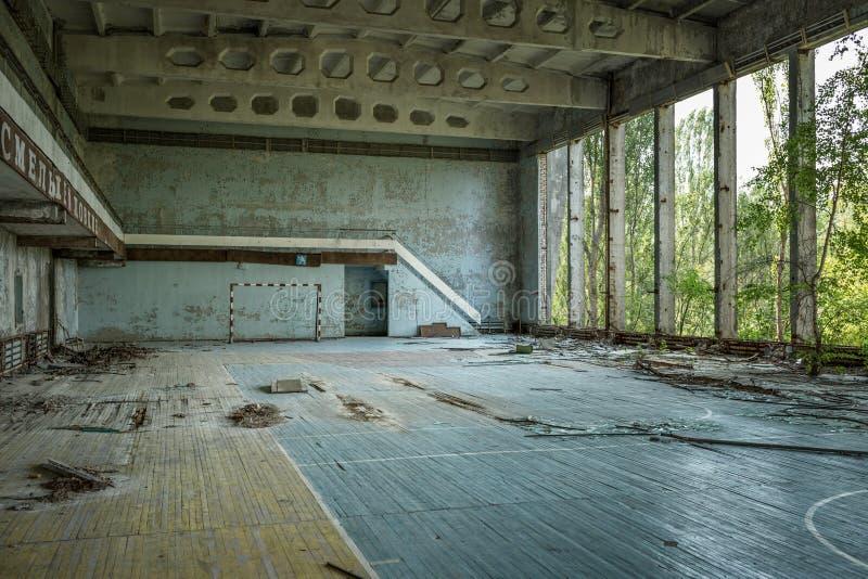 健身房在娱乐中心'Energetik '能量'在被放弃的镇Pripyat 题字在拉斯 库存图片