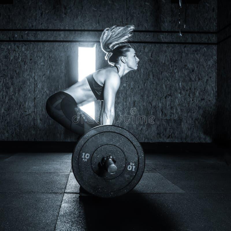 健身房坚硬训练妇女 库存照片