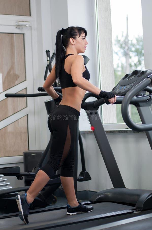 健身房妇女 免版税库存图片