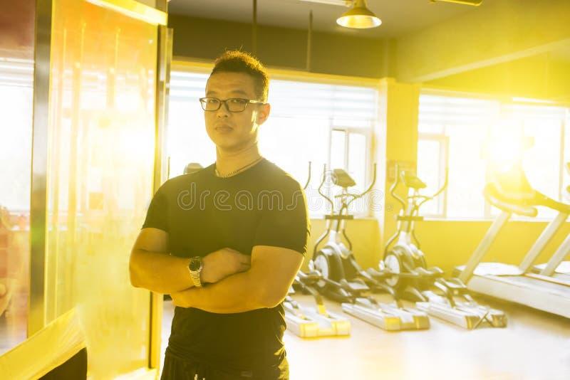 健身房的亚裔人 免版税库存图片