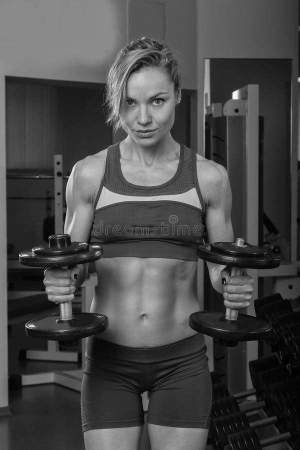 Download 健身房的美丽的金发碧眼的女人 库存照片. 图片 包括有 人力, 俱乐部, 女演员, 人们, beautifuler - 62264816
