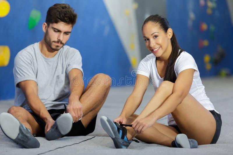 健身极限运动bouldering的人概念 库存图片