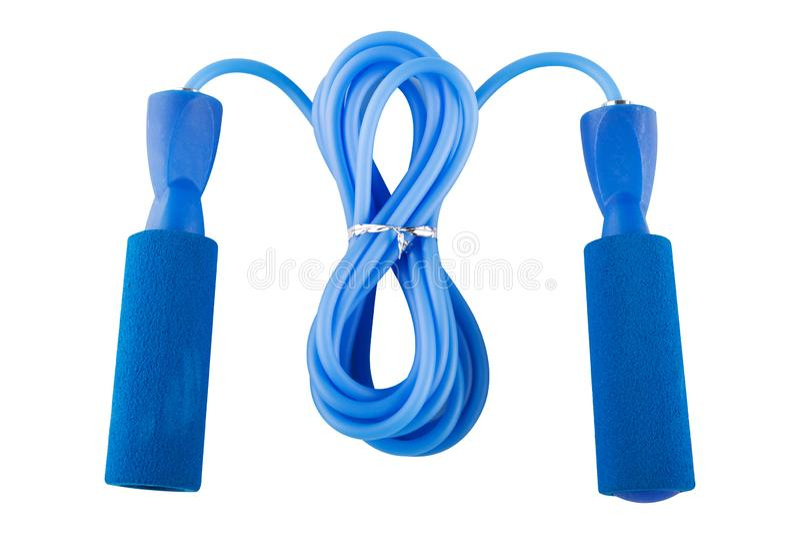 健身的蓝色跳绳在被折叠的状态,在白色背景 免版税库存照片