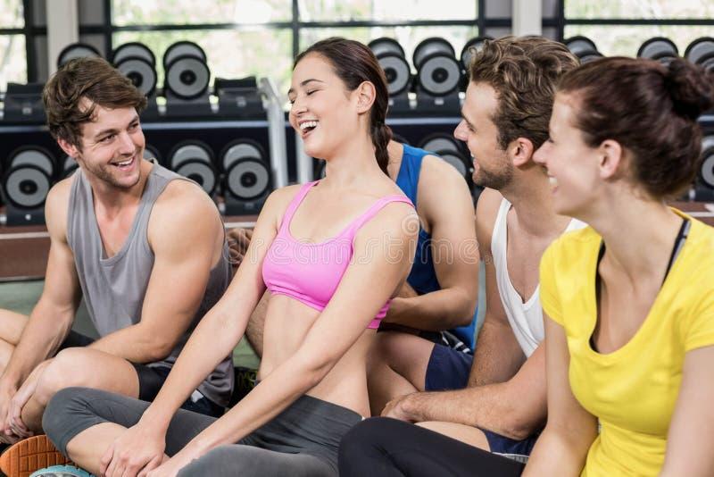 健身类坐地板 免版税库存图片