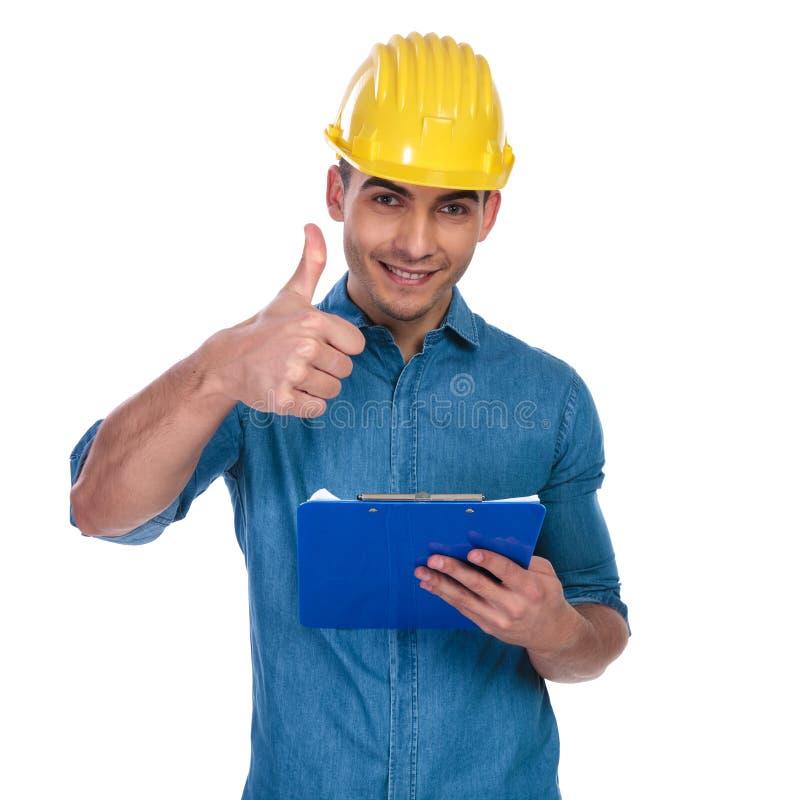 偶然人佩带的安全帽做赞许标志 免版税库存图片