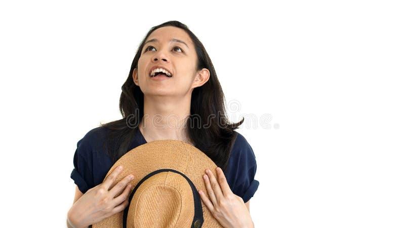 偶然友好的亚洲女孩惊奇和满意对上面成交 免版税库存图片