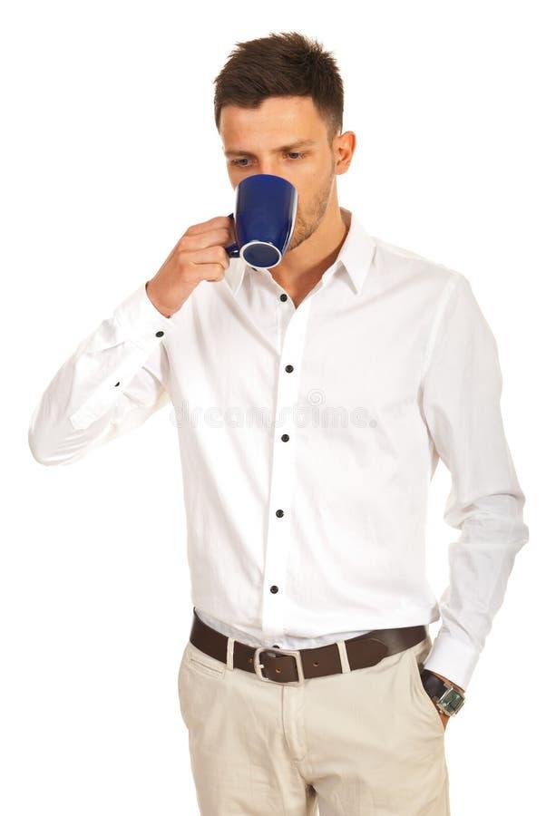 偶然商人饮用的咖啡 免版税库存照片