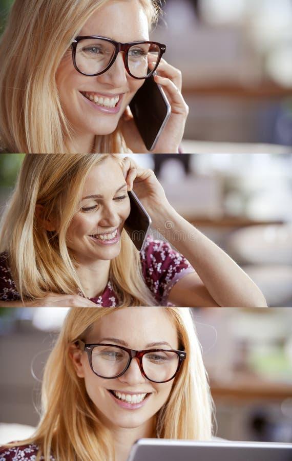 偶然白肤金发的妇女集合,谈话由智能手机和使用片剂的女实业家浏览互联网 技术用途画象 免版税库存图片
