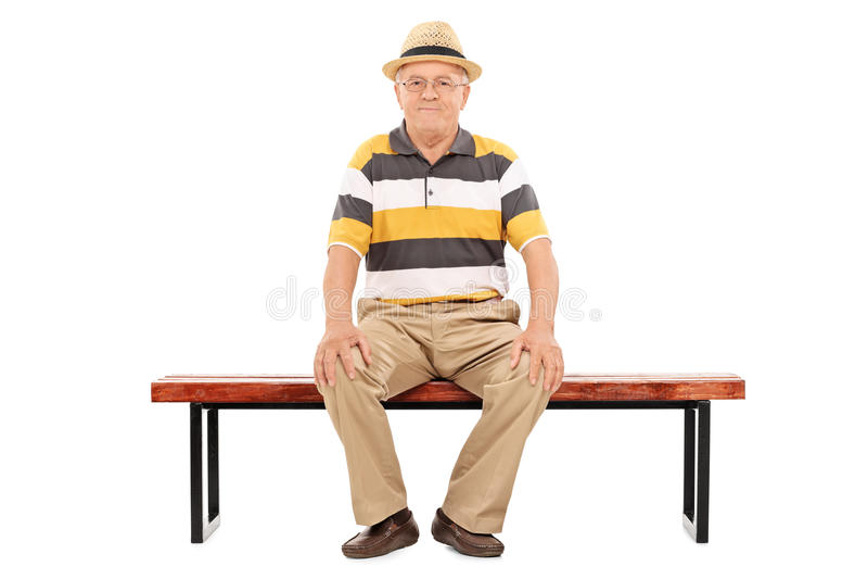 偶然资深绅士坐一个长木凳 免版税库存图片