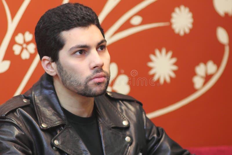 偶然阿拉伯年轻埃及商人认为 免版税图库摄影