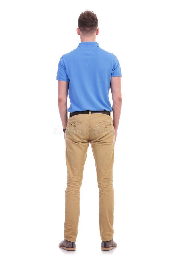 偶然年轻人站立与他的在您 免版税图库摄影