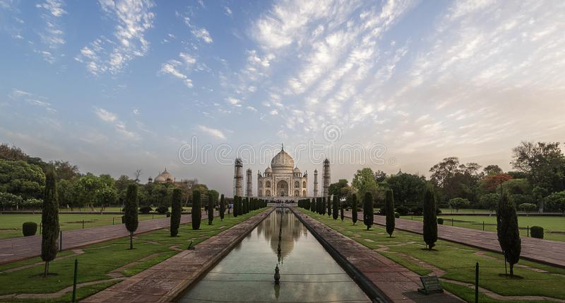 偶象看法世界的泰姬陵一想知道在日出,阿格拉,印度 免版税库存照片