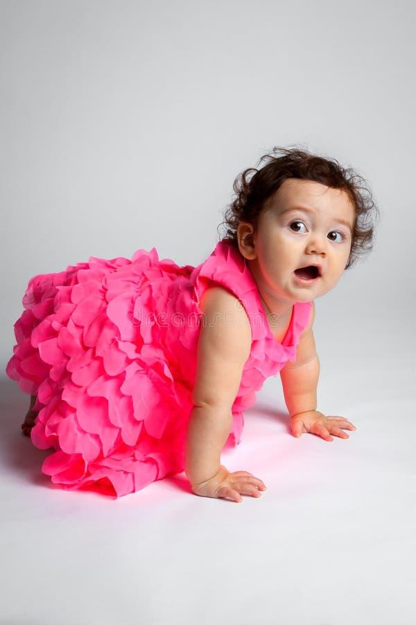 偷偷地走的婴孩  免版税图库摄影