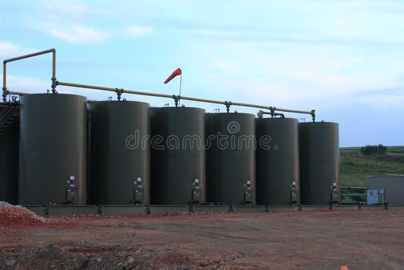 储油坦克在北达科他 免版税库存照片