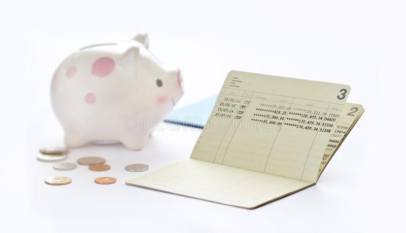 储蓄存款存款簿、书银行和存钱罐 图库摄影
