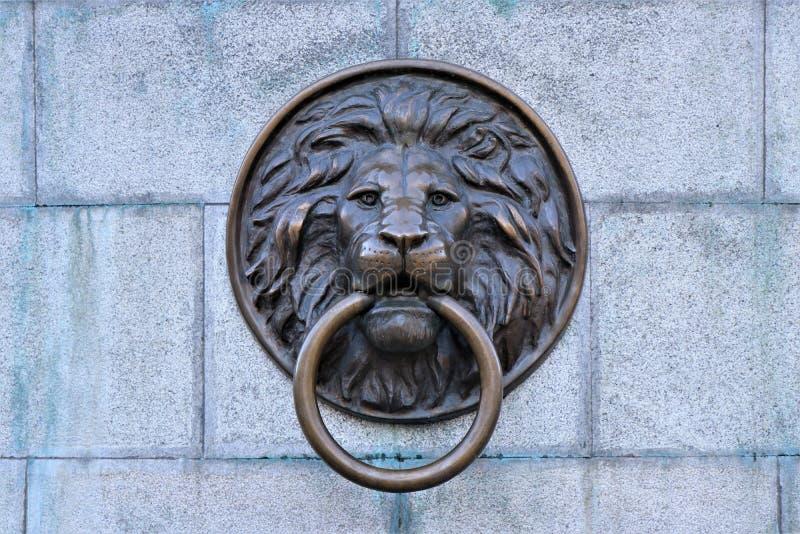 傲德萨乌克兰 狮子顶头通道门环,位于傲德萨的市中心,乌克兰 免版税图库摄影