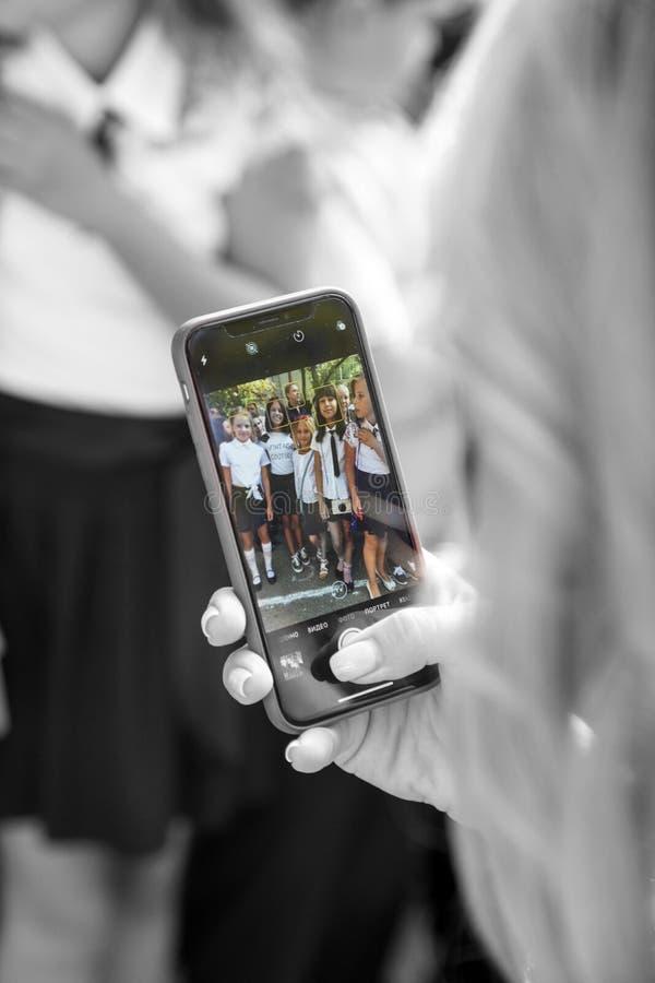 傲德萨,乌克兰- 2018年9月1日:愉快的父母,母亲采取 库存图片