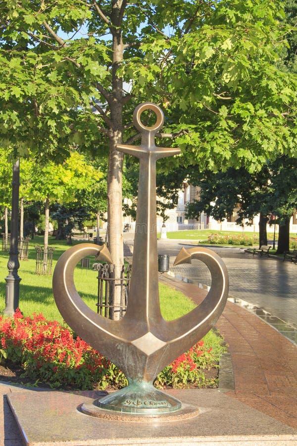 傲德萨-一个古铜色船锚的雕象的标志在傲德萨,乌克兰 免版税库存图片