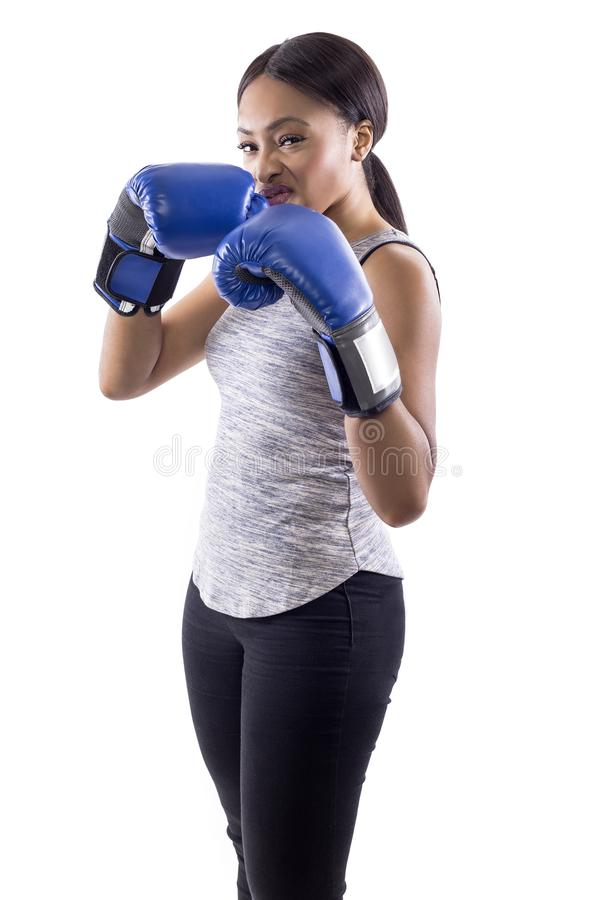 傲慢黑女性佩带的拳击手套 免版税库存图片