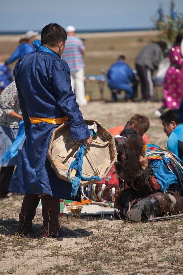 僧人每年国际汇聚贝加尔湖的,奥尔洪岛 库存图片