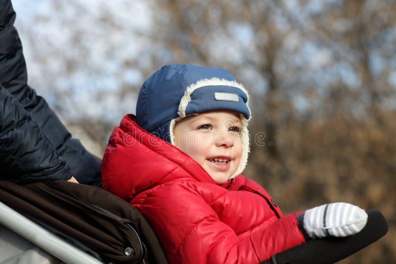 婴儿推车的小孩 库存照片