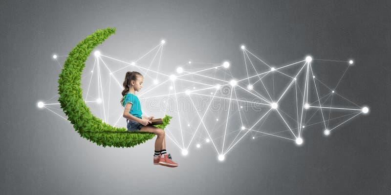 儿童互联网通信或使用和在网上电子教育想法  库存例证