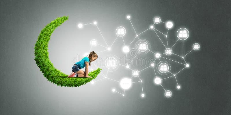 儿童互联网通信或在网上使用和父母控制想法  皇族释放例证