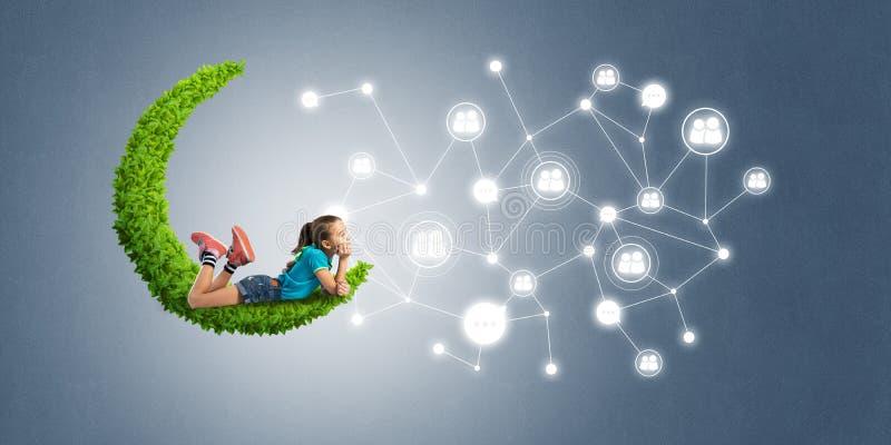 儿童互联网通信或在网上使用和父母控制想法  库存例证