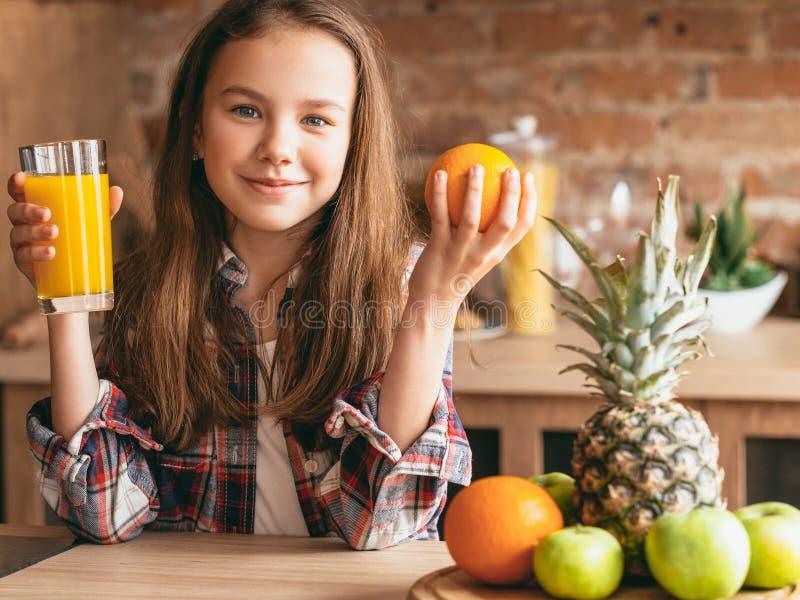 儿童健康食品营养早餐汁果子 免版税库存照片
