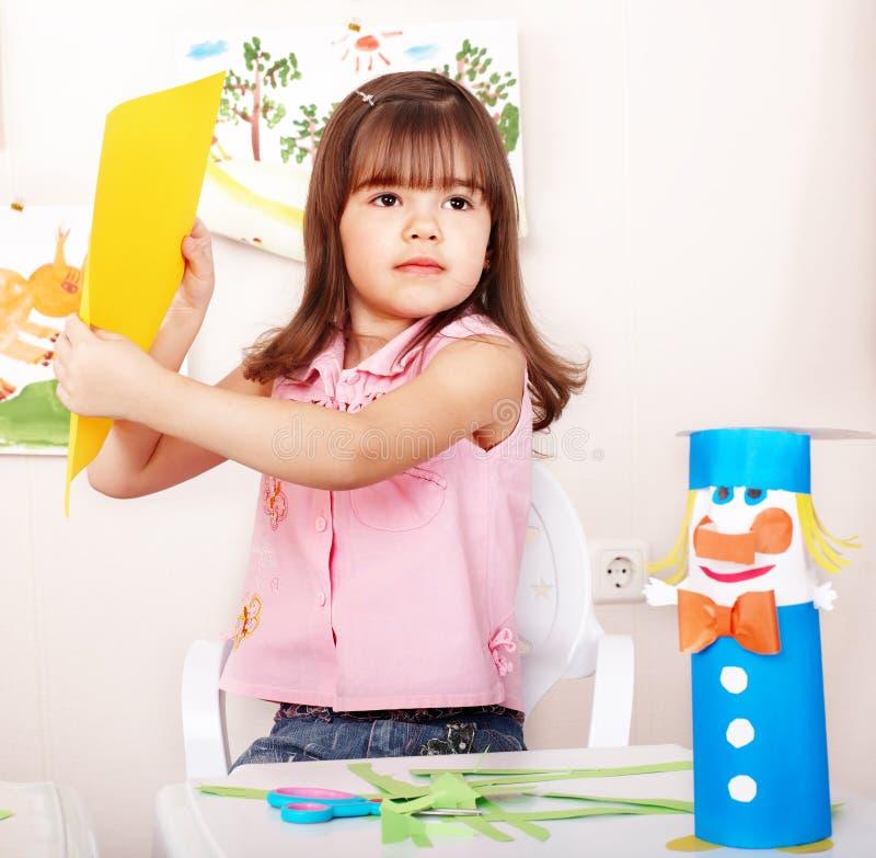 儿童剪切纸张幼稚园剪刀 免版税库存图片