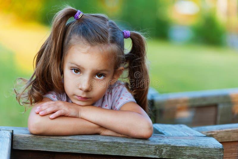 儿童哀伤女孩的纵向 免版税库存图片