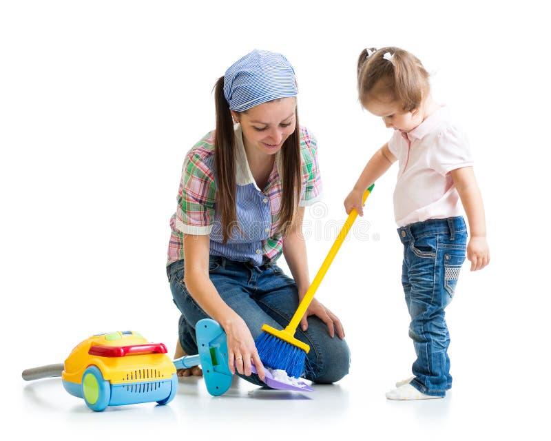 儿童女孩和妈妈洁净室 免版税库存图片