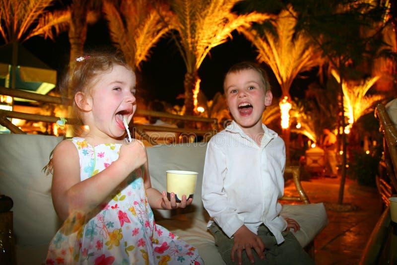 儿童奶油吃冰 库存照片